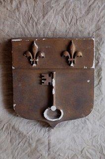 フルールドリスを仰ぐ石膏のプレート-plaster plate