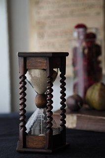 4分42秒の砂時計-antique hourglass