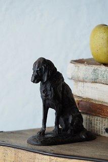 一呼吸、ポーズを決めた犬-bronze dog objet