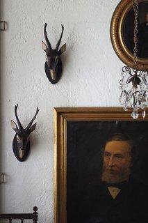 シャレーに木彫りの鹿トロフィー-wood deer wall objet