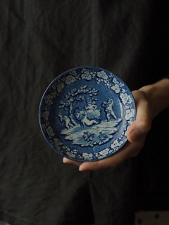 戯れる天使 青と白をパレットに-antique blue and white small plate