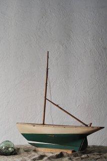 風受け走る帆船-antique ship objet