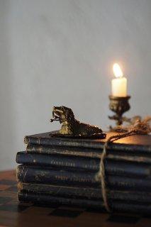 忠犬伏せのシグナル-vintage brass dog ring holder