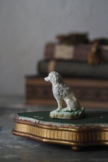 お座りプードル賢こ-antique porcelain poodle objet