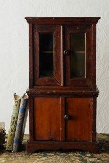 ミニマルなカップボード-antique small glass cabinet