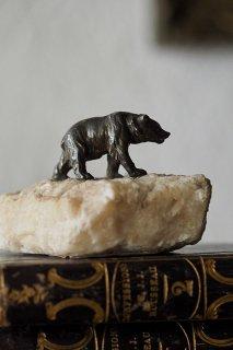 歩みのクマ 雪原恋し-antique pewter bear & stone objett