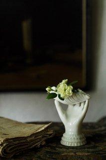 貝と手 捧ぐオマージュ-porcelain shell&hand objet