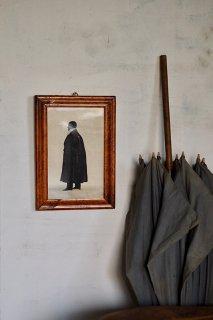 シルエット 外套を羽織る貴紳-antique silhouette frame