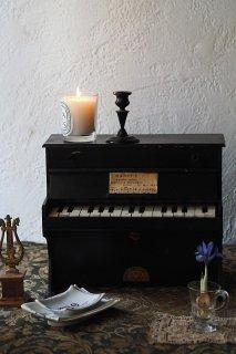 奏でるノスタルジー、トイピアノ-vintage toy upright piano