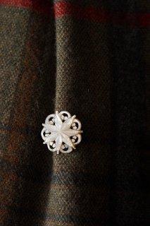 氷晶、瞬きを身に付ける-vintage shell broach
