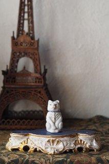 白金に青を献上、陶器台-antique porcelain base