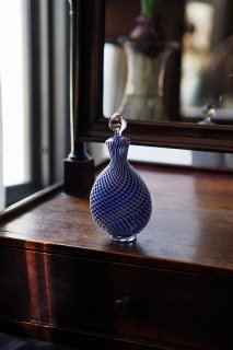 コントラスト捻り渦巻く-antique clichy glass perfume bottle