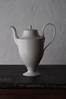 独立した風情ある白-antique french porcelain tea pot