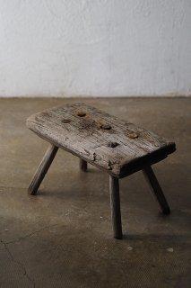 搾乳椅子-antique milking stool