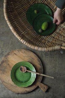 変わらぬ緑を見つける-vintage pottery  plate