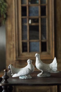 睦まじき白鳩二羽-vintage or antique pottery pair pigeon objet