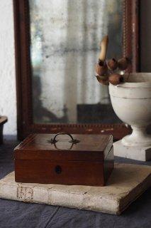木箱に宝物を詰め-antique wood box