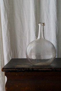 表を決めないガラスの傾き-antique perfume bottle