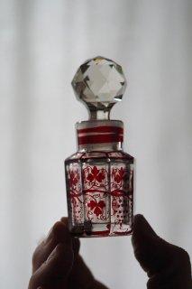 小さな赤い葡萄-antique glass perfume bottle