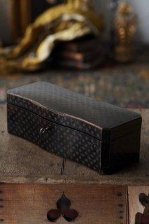 小箱を開けてみたら、、-antique wood rectangle box
