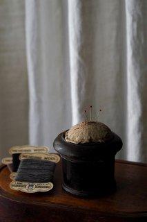 針休め糸掛かり-antique pin cushion