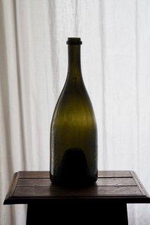 なだらかな肩に深緑のグラデーション-antique wine glass bottle