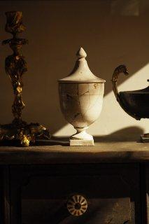 再びの均整 割れを慈しむ-antique pharmacy jar