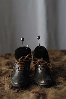 ヒールアップシューズ針刺し-antique pair pewter shoes pin cushion