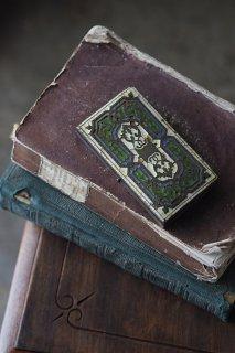 シンメトリー文様に色の妙-antique jewelry case