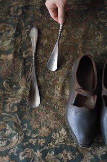 実用、日常品に培う潔さ-antique shoe horn