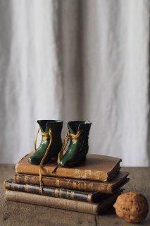 ショートブーツをかき鳴らせ-antique pottery shoes objet