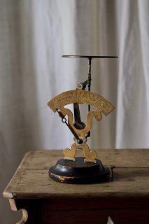 片袖構造 動く力点-antique letter scale