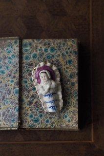 おねむ赤ちゃん安堵の表情-antique pottery top