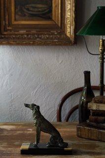 忠義を尽くす犬の姿勢-vintage metal dog objet