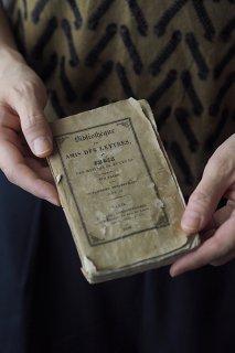 廃れて侘びた本-antique french book