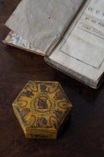繰り返しロンド切り絵小箱-antique hexagonal wood box
