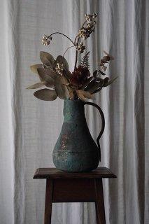 緑青とフォルムを愛でる-antique copper pitcher