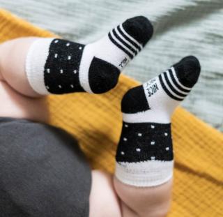 <img class='new_mark_img1' src='https://img.shop-pro.jp/img/new/icons43.gif' style='border:none;display:inline;margin:0px;padding:0px;width:auto;' />Baby socks dot black  ベビー水玉柄黒ソックス