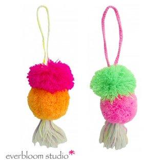 【everbloom】 2連ビッグポンポン+タッセル 19cm  【フューシャピンク&オレンジ or グリーン&フューシャピンク】