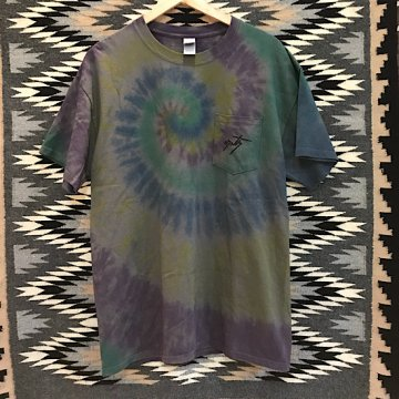 【コラボTシャツ タイダイ】チャコール L<br>ネイルデイビッドによるカチナが描かれたオリジナルTシャツ<br>【ホピ族】Neil David<br>