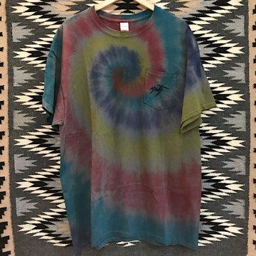 【コラボTシャツ タイダイ】チャコール XL<br>ネイルデイビッドによるカチナが描かれたオリジナルTシャツ<br>【ホピ族】Neil David<br>