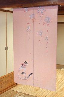 手描き麻「さくらを見つめる猫」縦150cm×横90cm