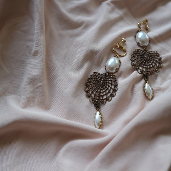 Vintage pearl&brass earrings(pierce)