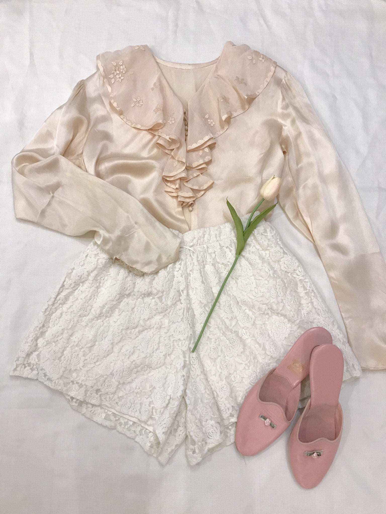 white rose short pants
