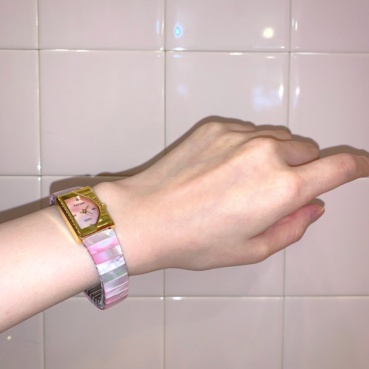 pink shell vintage wristwatch