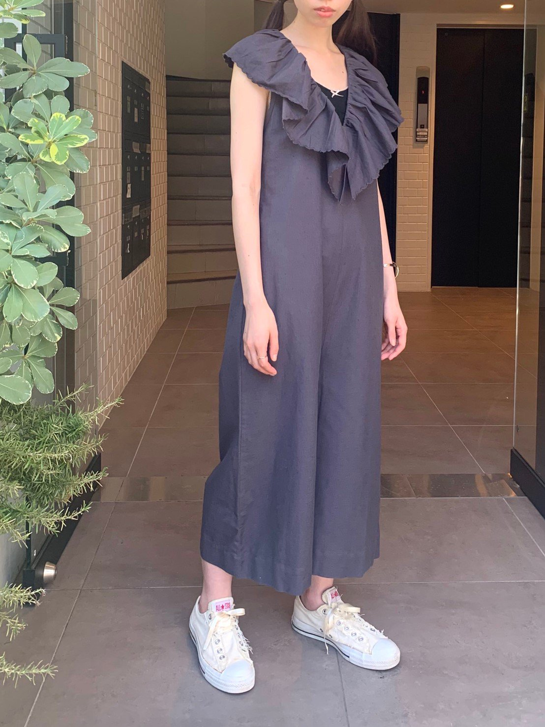 【SALE】charcoal gray scallop frill collar rompers