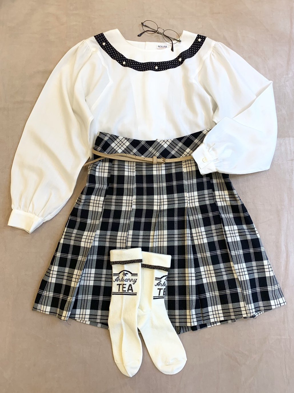 black dot line blouse