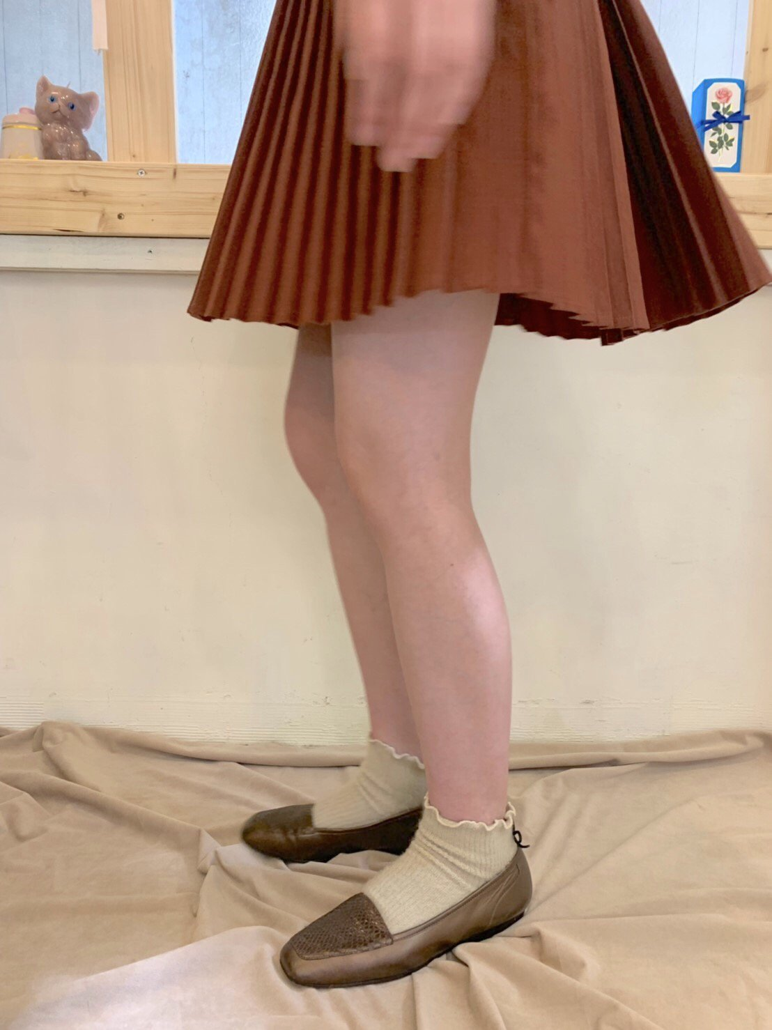 brown pleats skirt