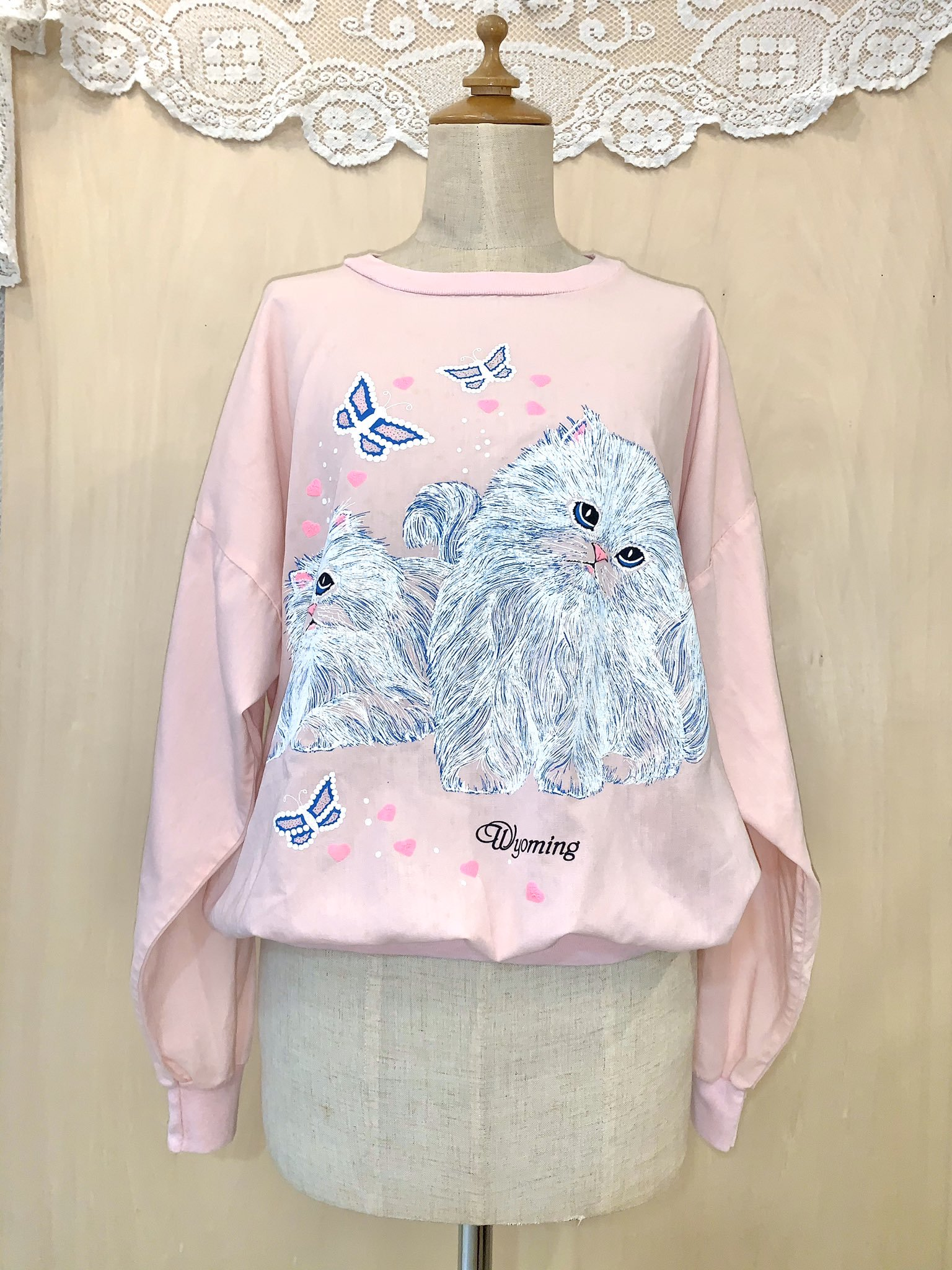 white cat cutsew