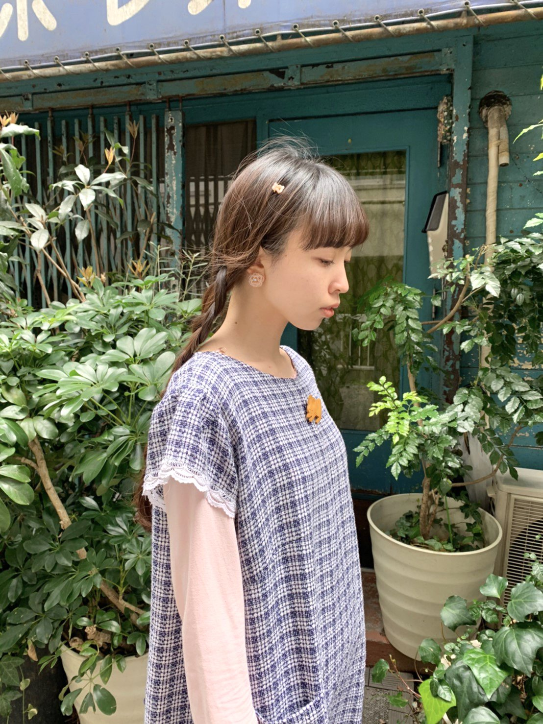 navy check × white lace onepiece